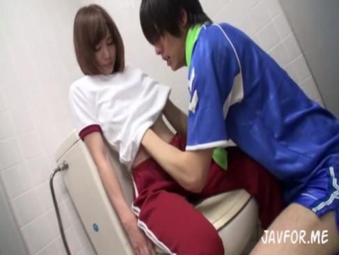 【鈴村あいり】あまりにも可愛すぎるマネージャー、当然部員の性処理もお仕事です