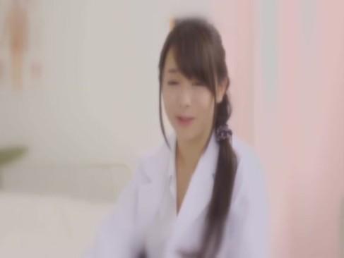爆乳な保健の先生がエロすぎる手コキww男子生徒の精子採取w【白石茉莉奈】