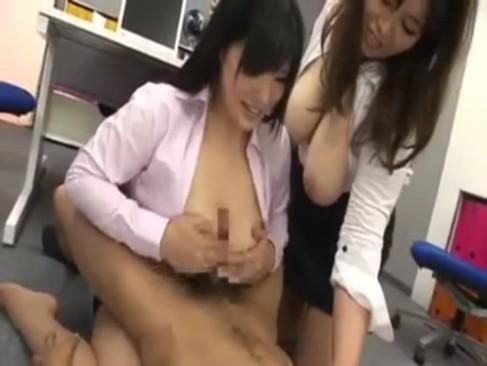 二人の女性社員のメガ爆乳を思う存分楽しむwww