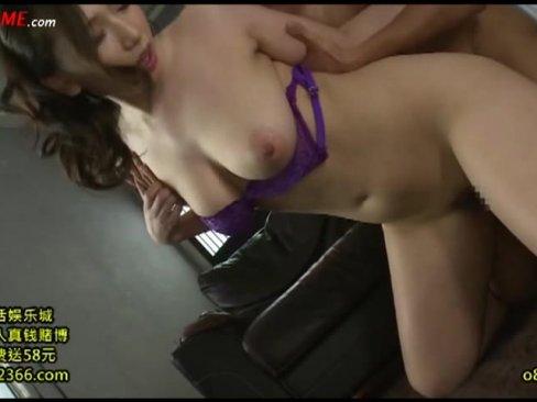 紫のエロい紐パンで現れた巨乳美人を揉みまくり!!