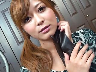 【さとう遥希】むっちむちの痴女が革手袋手コキで乳首舐め、こんなのたえられん・・・・