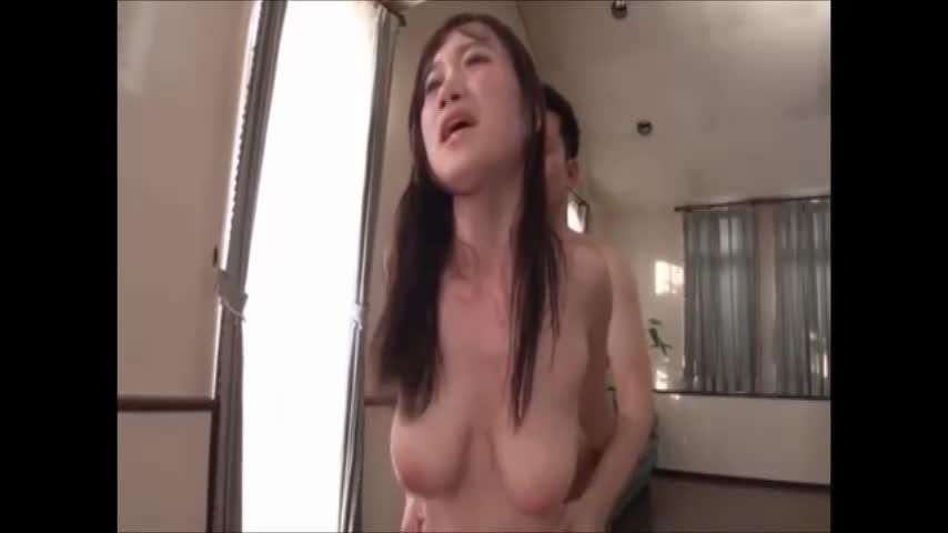 キャミソールの上から爆乳を揉みしだき汗だくになりながら濃厚セックス!