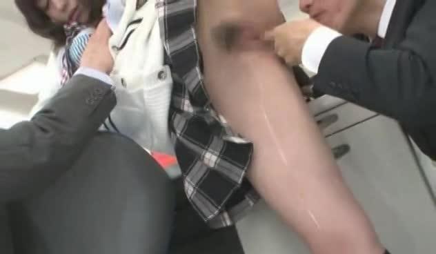 【大島丈、田淵正浩】ノーパンJK大沢美加ちゃんが男子生徒に弱みを握られ、迫られているところに先生がやってきた!