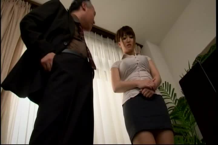 エロボディの巨乳女教師当真ゆきが学校で狙われることに・・・