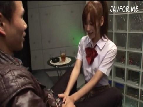 JKソープ嬢絵色千佳ちゃんにフェラされて大量発射!