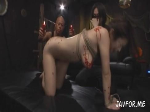 【篠田あゆみ】「旦那では満足できないんだってよ!」旦那の目の前で緊縛され蝋を垂らされ調教される人妻の動画