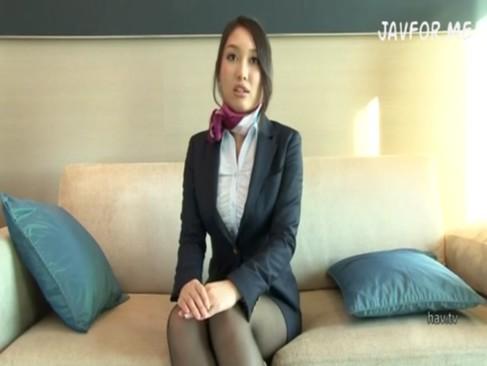 美人で巨乳なCAさんがホテルで機長とハメ撮りしてる