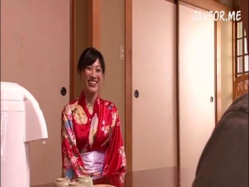 【春原未来】温泉旅館に行ったら謎の和服美女がサービスと称して痴女マッサージしてきて即ハメ!