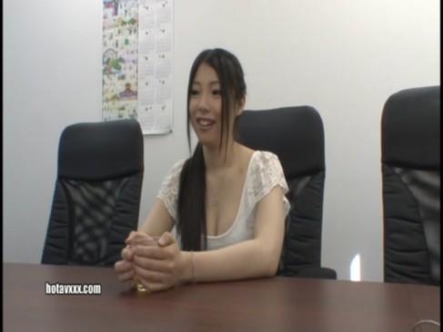 咲夜由愛が日頃の感謝を込めて素人宅に突撃訪問で2人っきりでSEXする!