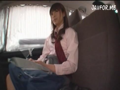 極上エロカワJKに車内でフェラしてもらった!