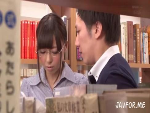図書館内での猥褻姦!本棚の陰で尻穴を舐めさせらて同僚にまで犯されてしまう