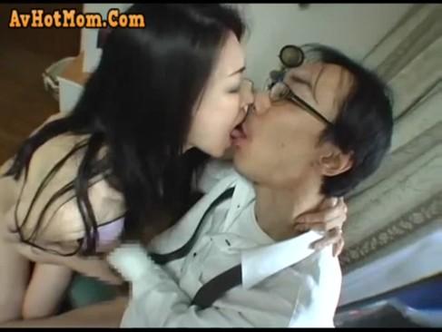 娘の旦那を誘惑してセックスしちゃうクズ熟女女