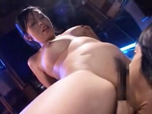 ゴムチューブで拘束されたドM男とのセックスで発情する変態女