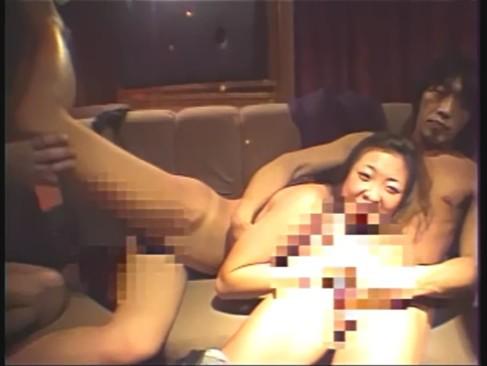 キャバクラでキャバ嬢が客にレイプされて写真を撮られる