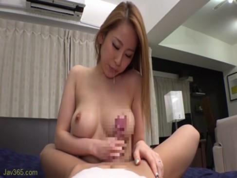 くびれボインのセクシーお姉さんと自宅で濃厚なセックスを堪能!