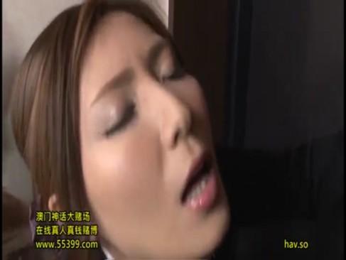 調教済みの淫乱お姉さんが玄関で男の精液を搾り取る