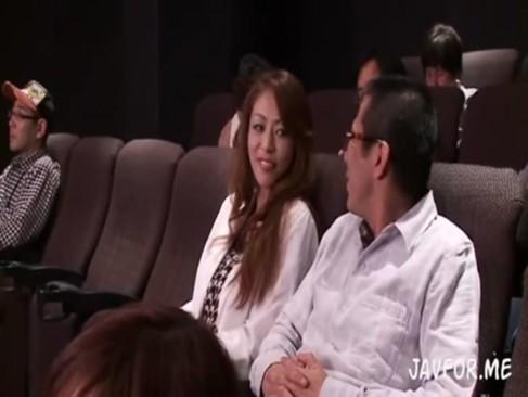 映画館のトイレでレイプされる人妻の麻生早苗