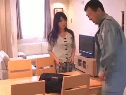 修理に来た作業員が美人妻に欲情してレイプ