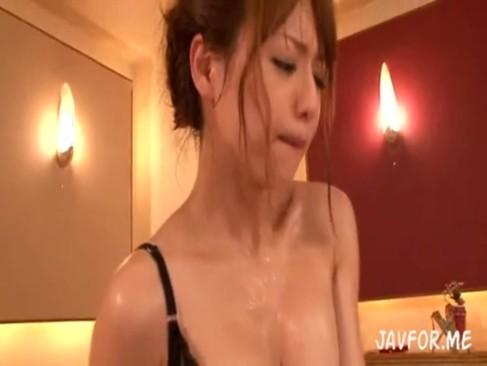 吉沢明歩が汗だくセックス&前立腺アナル責め変態手コキ