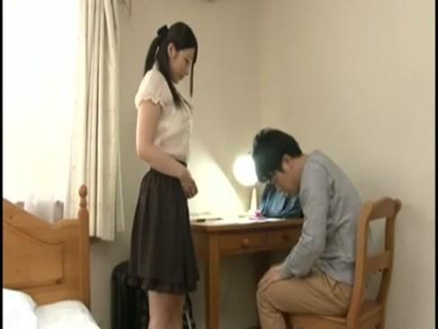痴女すぎる上原亜衣ちゃんがオナニーを見せつけて誘惑しグラインド騎乗位でち◯ぽをねじ込む!