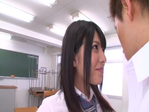激カワ制服JK上原愛衣が放課後の教室でエロ過ぎる濃厚フェラチオ
