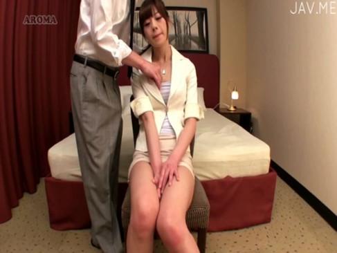 社内のトイレで同僚にフェラする美人OLはみんなの性処理機なのだ