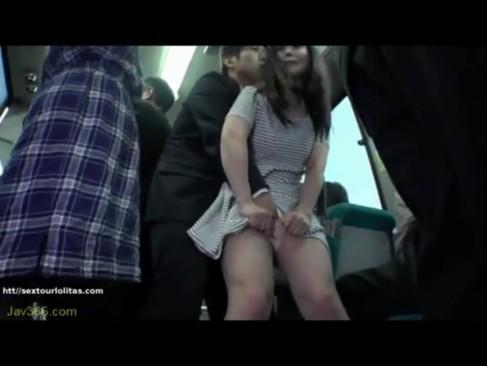 バスの中で鬼畜レイプされながらもキスされたらしゃぶっちゃうお姉さん