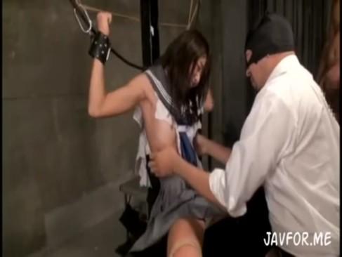 ロリ顔美少女がくすぐり調教で性奴隷!アヘ顔が完全にキマってる・・・