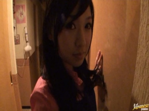 漫画喫茶に黒髪美少女の小倉奈々が突然乱入して手コキフェラ抜き!