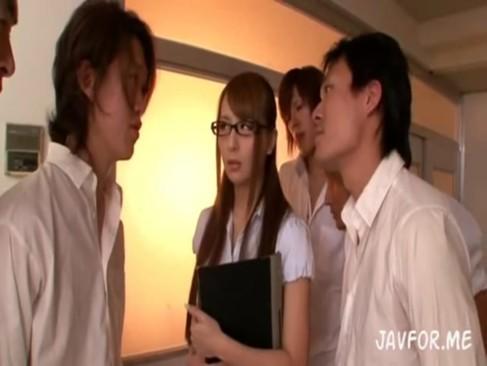 美人女教師希崎ジェシカが学校中の男にレイプされ・・・