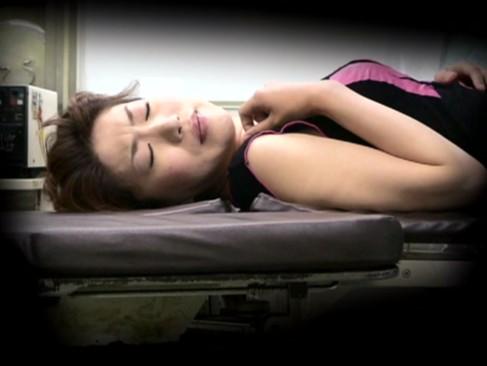 25歳素人主婦が産婦人科で検査を受けていると思いきやチンポ挿入されていた