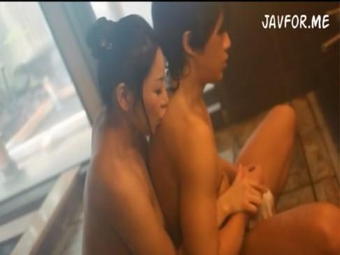 義理母と混浴温泉で禁断の近親相姦SEX![2]