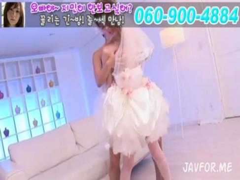ウェディングドレス姿の美人妻が汚い白い精子で顔を汚される
