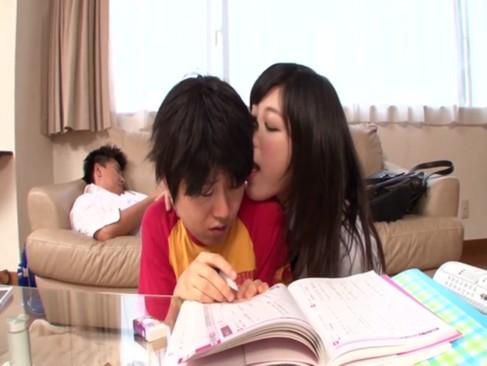佐野ひなこ似ている美少女JKが兄にバレないように勉強中の弟フェラヌキ