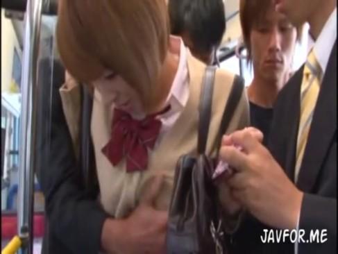 バスに乗ったショートカットロリ顔JKが集団痴漢で複数チンポにハメられるッ!