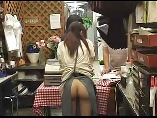 花屋で働く清楚系のお姉さんをノーパンにして客にバレないようにハメるwwww