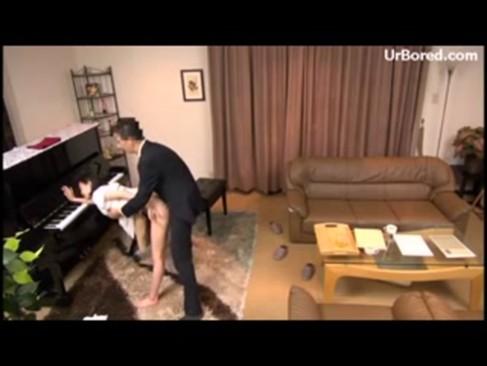 弱みを握られたお嬢様が悪徳ピアノ教室のキチガイ講師から中出し音楽指導される