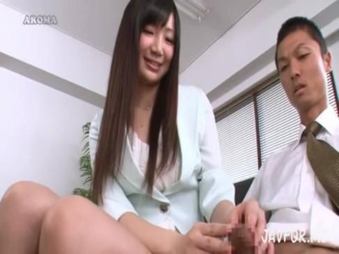 入社面接で包茎チンポを手コキ始めた痴女OL!!
