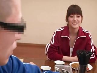 男一人だけの陸上部の合宿で後輩クンを誘惑して痴女る女子校生