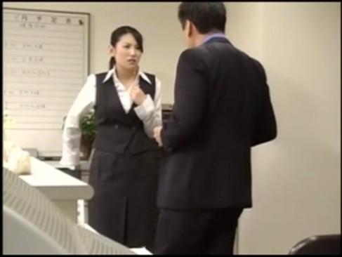 残業中の制服OLが不潔な上司の息を嗅がされ気絶しながらレイプされる