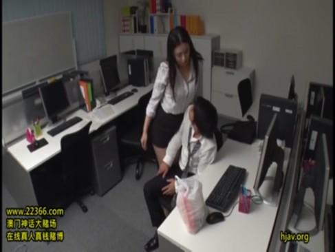スーツの上からでも分かるムッチリ巨乳痴女OLと誰もいないオフィスで野獣ファック
