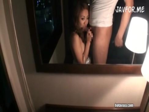 むっちりした尻がエロい黒ギャルとホテルで夜景をバックにハメ撮り!
