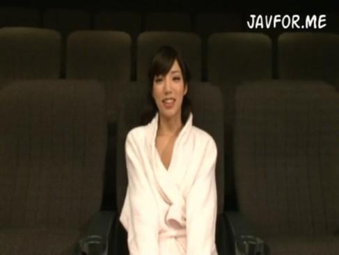 出っ歯系美女によるスーパーハード3Pで連続イキ☆線は細くても出るトコでてる~