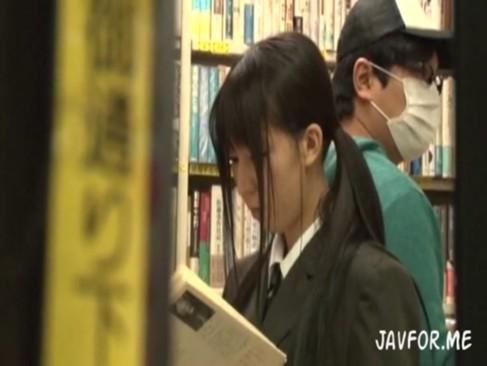 本屋にいた純粋無垢な美少女JKを媚薬使って中出しガチレイプ!