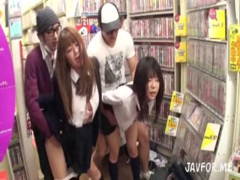 ビデオ店に来た女子校生を媚薬を使って鬼畜中出しレイプ