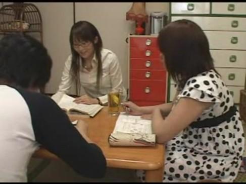 メガネが似合う真面目系JKに勉強教えてもらったお礼に肉棒挿入!