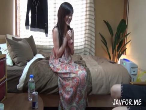 部屋に遊びに来た美人女子大生彼女とのセックスを隠し撮り[3]