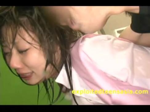 制服OLがシャワー室で複数人から水責め強制中出しレイプで妊娠確実!
