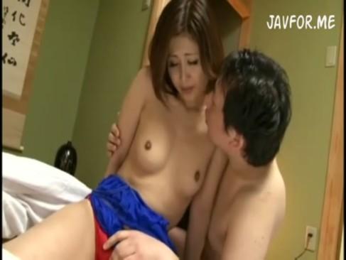 桐岡さつき出演のsex無料jyukujyo動画。       【桐岡さつき】一生懸命に家事をするのはご褒美にSEXできるから……