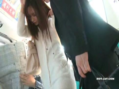 8頭身のモデル系美女がバスで集団痴漢され無理矢理ハメられる!